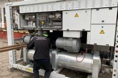 Przygotowanie-agregatu-wody-lodowej-Carrier-30GX-122-417-kW