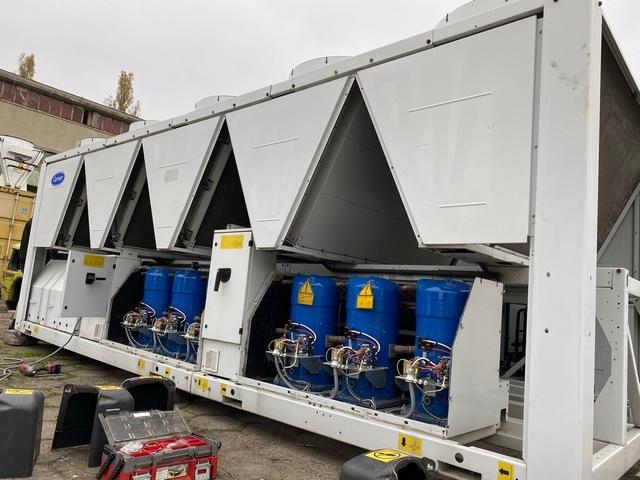 Sprzedaż i wynajem przemysłowych agregatów wody lodowej Carrier